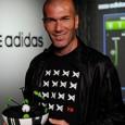 Adidas ha empezado a diseñar un balón para los amantes del futbol, su nombre es Micoach Smart Ball, lo acompaña una aplicación que muestra estadísticas y datos sobre el rendimiento...