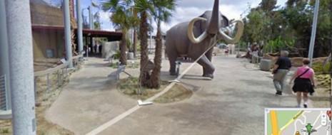 """Con Google Maps, las personas pueden averiguar la ubicación de restaurantes, negocios, centros comerciales, etc. Además, gracias a la herramienta """"Street View"""" los usuarios han roto la barrera de la..."""