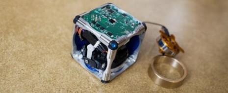 Investigadores del Instituto Tecnológico de Massachusetts (MIT) han creado unos robots bastante interesantes, estos robots son unos cubos que se autoensamblan por si solos, saltar o pasar unos sobre otros […]